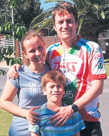Colin Marais with wife, Henriette, and son Alastair after the 42,2 km run around his home.